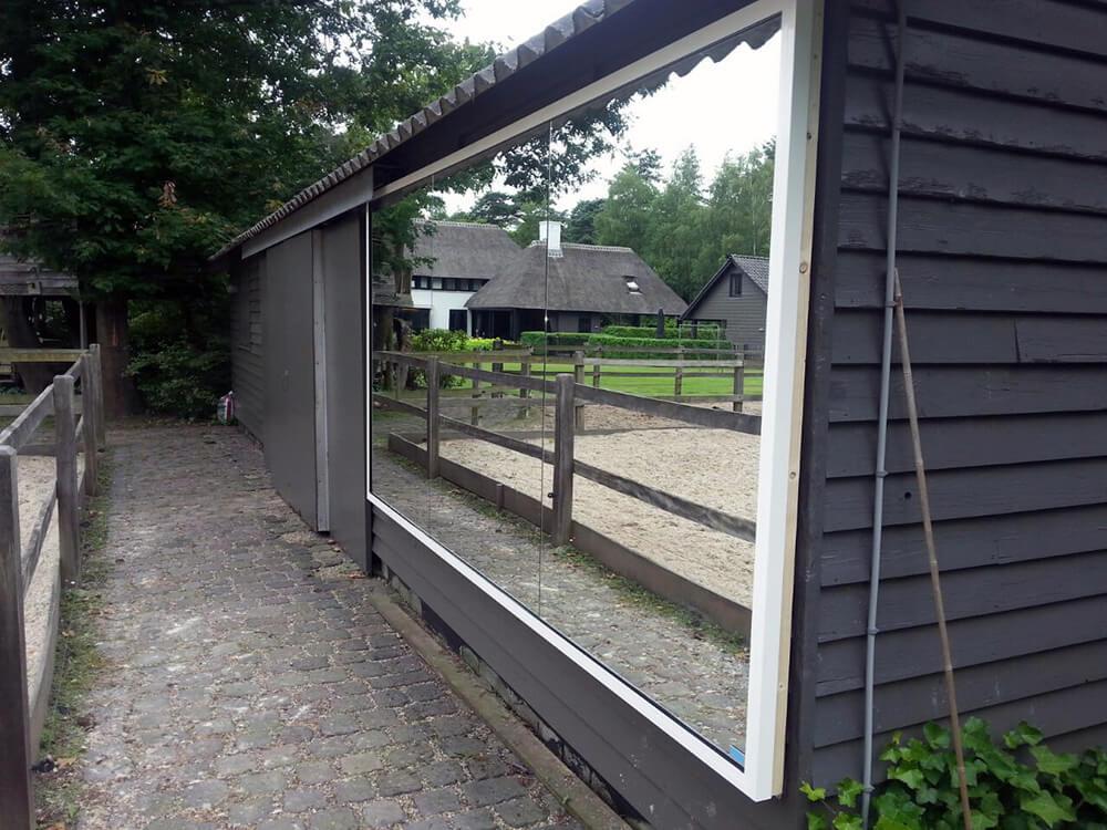 Manegespiegels onmisbaar voor de ruitersport - Zorgen voor een grote spiegel aan de wand ...